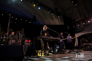 Canadian rock legend Burton Cummings performs live in Toronto - photo by Bobby Singh/@fohphoto for Corus Radio