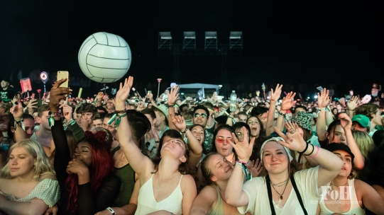 The crowd having a blast at Wayhome Music & arts Festival - photo by Dawn Hamilton/@minismemories